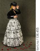Купить «Девушка с бокалом вина в старинном платье», фото № 138455, снято 7 января 2006 г. (c) Serg Zastavkin / Фотобанк Лори