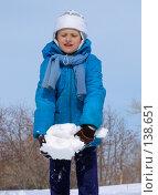 Купить «Маленькая девочка играет со снегом», фото № 138651, снято 26 марта 2005 г. (c) Serg Zastavkin / Фотобанк Лори