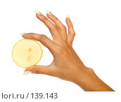 Купить «Долька лимона в женской руке с маникюром», фото № 139143, снято 5 сентября 2007 г. (c) Александр Паррус / Фотобанк Лори