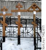 Купить «Могильные кресты на заказ», фото № 142611, снято 2 декабря 2007 г. (c) Николай Коржов / Фотобанк Лори