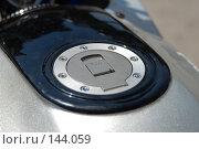 Купить «Лючок бензобака мотоцикла. The hatch of a petrol tank of a motorcycle.», фото № 144059, снято 20 мая 2007 г. (c) Денис Дряшкин / Фотобанк Лори