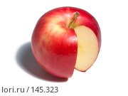 Купить «Красное яблоко с вырезанной долькой на белом фоне», фото № 145323, снято 20 октября 2007 г. (c) Петухов Геннадий / Фотобанк Лори