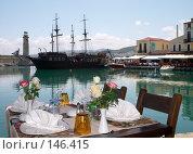 Купить «Сервированный стол на берегу», фото № 146415, снято 26 мая 2007 г. (c) Максим Горпенюк / Фотобанк Лори