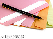 Купить «Конверты и ручка», фото № 149143, снято 28 июня 2007 г. (c) Валерия Потапова / Фотобанк Лори