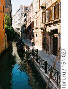 Купить «Венеция. Тротуар вдоль канала», эксклюзивное фото № 151027, снято 9 апреля 2020 г. (c) Александр Алексеев / Фотобанк Лори