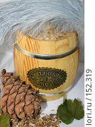 Купить «Кедровая шишка и бочонок меда», фото № 152319, снято 24 ноября 2007 г. (c) Юлия Паршина / Фотобанк Лори