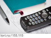 Купить «Телефон и ручка лежащие на диаграмме», фото № 155115, снято 20 декабря 2007 г. (c) Олег Селезнев / Фотобанк Лори