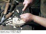 Купить «Старинный процесс изготовления деревянной ложки. Выборка углубления.», фото № 157427, снято 14 сентября 2005 г. (c) Михаил Котов / Фотобанк Лори