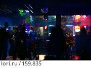 Купить «Силуэты танцующих в ночном клубе - громкая музыка, ритм и вспышки. Движение на танцполе», фото № 159835, снято 4 февраля 2006 г. (c) Harry / Фотобанк Лори
