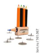 Купить «Цветные мини-карандаши на точилке с остатком карандаша в окружении канцелярских кнопок», фото № 161067, снято 10 октября 2006 г. (c) Александр Паррус / Фотобанк Лори