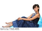 Купить «Девушка в синем выпускном платье, на надувном кресле», фото № 163495, снято 26 июля 2007 г. (c) Александр Паррус / Фотобанк Лори