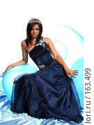 Купить «Девушка в синем выпускном платье с диадемой, на надувном кресле», фото № 163499, снято 26 июля 2007 г. (c) Александр Паррус / Фотобанк Лори