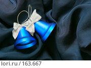 Купить «Рождественские колокольчики на фоне ткани», фото № 163667, снято 18 сентября 2018 г. (c) Роман Сигаев / Фотобанк Лори