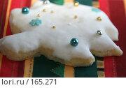 Купить «Фигурное печенье в глазури к Новому году», фото № 165271, снято 20 сентября 2018 г. (c) SummeRain / Фотобанк Лори