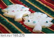 Купить «Фигурное печенье в глазури к Новому году», фото № 165275, снято 20 сентября 2018 г. (c) SummeRain / Фотобанк Лори