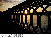 Купить «Ограждение набережной Москва реки на фоне заходящего солнца», фото № 169983, снято 11 июня 2007 г. (c) Петухов Геннадий / Фотобанк Лори