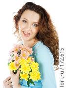 Купить «Красивая девушка с букетом цветов», фото № 172615, снято 23 декабря 2007 г. (c) Вадим Пономаренко / Фотобанк Лори
