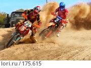 Купить «Мотокросс-лидеры на вираже», фото № 175615, снято 7 октября 2006 г. (c) Федор Королевский / Фотобанк Лори