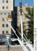Купить «Ходовые огни на мачте теплохода», фото № 176311, снято 21 сентября 2007 г. (c) Юрий Синицын / Фотобанк Лори