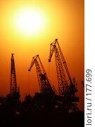 Купить «Порт на рассвете», фото № 177699, снято 23 сентября 2018 г. (c) Антон Тарасов / Фотобанк Лори
