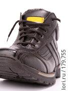 Купить «Мужской черный зимний ботинок», фото № 179755, снято 26 ноября 2006 г. (c) Александр Паррус / Фотобанк Лори