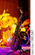 Купить «Саксофон на ярком фоне», фото № 180347, снято 9 ноября 2007 г. (c) Ерин Илья / Фотобанк Лори