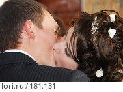 Купить «Поцелуй молодожёнов -  горько», фото № 181131, снято 22 декабря 2007 г. (c) Федор Королевский / Фотобанк Лори