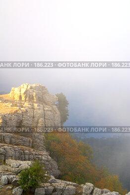 Купить «Туман в горах», фото № 186223, снято 28 августа 2007 г. (c) Бутинова Елена / Фотобанк Лори