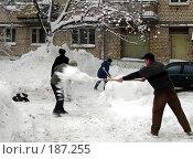 Купить «Воскресник. Уборка снега», фото № 187255, снято 27 января 2008 г. (c) Светлана Кириллова / Фотобанк Лори
