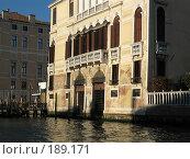 Купить «Венеция. Старый облупленный дом, украшенный каменными головами.», фото № 189171, снято 23 сентября 2007 г. (c) Георгий Ильин / Фотобанк Лори