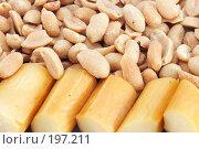 Купить «Орехи и сыр.Фон», фото № 197211, снято 25 ноября 2007 г. (c) Юрий Брыкайло / Фотобанк Лори