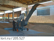 Купить «Зернопогрузчик на току. Сушка зерна.», фото № 205527, снято 6 сентября 2004 г. (c) Иван Сазыкин / Фотобанк Лори
