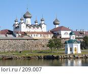 Вид на Соловецкий монастырь с моря (2005 год). Редакционное фото, фотограф Устинов Геннадий / Фотобанк Лори