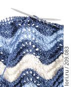 Купить «Ручная вязка с дырчатыми волнами, белое пространство сверху», фото № 209083, снято 25 февраля 2008 г. (c) Tamara Kulikova / Фотобанк Лори