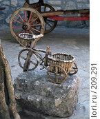 Купить «Черногория, деревянное средство передвижения», фото № 209291, снято 21 сентября 2007 г. (c) УНА / Фотобанк Лори