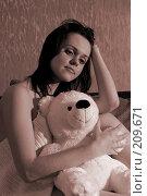 Купить «Девушка с игрушечным медведем. Сепия», фото № 209671, снято 9 февраля 2008 г. (c) Арестов Андрей Павлович / Фотобанк Лори