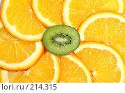 Купить «Дольки апельсина и киви», фото № 214315, снято 2 марта 2008 г. (c) Pshenichka / Фотобанк Лори
