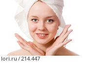 Купить «Девушка с полотенцем на голове», фото № 214447, снято 3 марта 2008 г. (c) Валерия Потапова / Фотобанк Лори