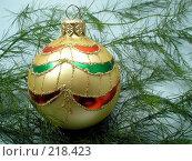 Купить «Елочные украшения. Шар», фото № 218423, снято 6 декабря 2019 г. (c) ElenArt / Фотобанк Лори