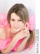 Купить «Портрет девушки с розовыми бантами», фото № 220223, снято 4 января 2008 г. (c) Евгений Батраков / Фотобанк Лори