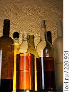Купить «Бутылки с алкоголем», фото № 220931, снято 20 июля 2018 г. (c) Роман Сигаев / Фотобанк Лори