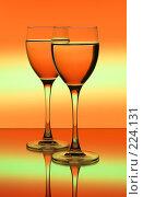 Купить «Два бокала на цветном фоне», фото № 224131, снято 25 сентября 2018 г. (c) Михаил Котов / Фотобанк Лори