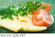 Купить «Свежая зелень, помидоры и сыр», фото № 226187, снято 17 октября 2007 г. (c) Ольга Красавина / Фотобанк Лори