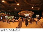 Купить «Ночной перрон Московского вокзала Санкт-Петербурга», фото № 226283, снято 21 августа 2007 г. (c) Евгений Батраков / Фотобанк Лори