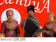 На празднике Масленицы в Старочеркасске. Казачьи песни (2008 год). Редакционное фото, фотограф Борис Панасюк / Фотобанк Лори