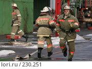 Купить «Бегущие пожарные», фото № 230251, снято 20 марта 2008 г. (c) Евгений Батраков / Фотобанк Лори