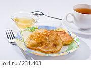 Купить «Завтрак. Оладушки с медом.», фото № 231403, снято 4 сентября 2005 г. (c) Кравецкий Геннадий / Фотобанк Лори