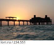 Купить «Заход солнца в Эмиратах», фото № 234551, снято 5 сентября 2007 г. (c) Андрей Ильинский / Фотобанк Лори