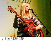 Купить «Федулова Ксения, автор-исполнитель», фото № 236459, снято 16 марта 2008 г. (c) Николай Коржов / Фотобанк Лори