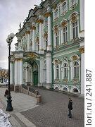 Купить «Санкт-Петербург. Зимний дворец», фото № 241887, снято 23 мая 2018 г. (c) Александр Секретарев / Фотобанк Лори